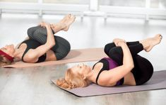 10 Easy Yoga Poses To Reduce Belly Fat: combined with other exercise and a diet to boost your body's metabolism and eliminate stubborn belly fat. Sciatica Exercises, Sciatica Pain, Chronic Sciatica, Yoga Beginners, Beginner Yoga, Stubborn Belly Fat, Reduce Belly Fat, Yoga Poses For Constipation, Le Pilates