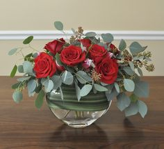Simple, elegant and neat arrangement of red roses and red tulips with seeded and leafy eucalyptus for the Valentine's Day. Red Roses, Red Tulips, Rose Flowers, Black Roses, Valentine's Day Flower Arrangements, Flowers For Valentines Day, Red Centerpieces, Deco Nature, Decoration