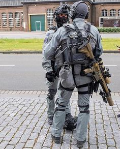 Dutch DSI, i like that uniform very very much! Heckler & Koch, Military Special Forces, Combat Gear, Tac Gear, Men In Uniform, Cool Guns, Swat, Tactical Gear, Armed Forces