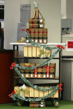 Law Library tree- another book xmas tree!  http://sunnydaypublishing.com/books/