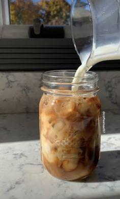 Coffee Cafe, Iced Coffee, Coffee Drinks, Aesthetic Coffee, Aesthetic Food, Think Food, Love Food, Bebidas Do Starbucks, Coffee And Books