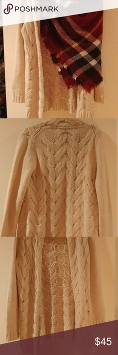 Cable knit ivory knee length cardigan. Free people cable knit cardigan. Perfect for above short dresses with high boots.warm and comfy great condition worn twice. Free People Sweaters Cardigans
