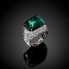"A ""Sugar Loaf"" emerald cut and diamonds ring MONTECARLO"