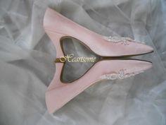 Womens vintage pink pumps shoes heels pearl by HeartsomeHalos, $27.00