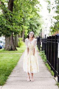 Ένα διαφορετικό κοντό νυφικό σε κίτρινο χρώμα!! Εκπληκτικό!! Προσκλητήρια γάμου σε χρώμα κίτρινο, εκπληκτικά από το lovetale.gr
