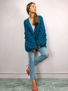 Winter Trends, Simple Pakistani Dresses, Diy Fashion Projects, Oversized Knit Cardigan, Crochet Cardigan Pattern, Knitwear Fashion, Crochet Woman, How To Wear Scarves, Knit Jacket