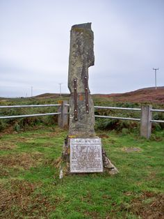 File:Carrach Mhic-A-Phi (Macfie Standing Stone) on Balaruminmore on Colonsay. Scottish Clans, Unusual Things, British Isles, Dog Friends, Family History, Scotland, Places To Visit, Stone, Kilts