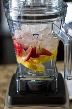 The best strawberry lemonade made in a blender. It doesn't get tastier than this quick recipe to make lemonade in your Vitamix with the Aer Disc container. Ninja Blender Recipes, Ninja Recipes, Vitamix Recipes, Smoothie Recipes, Cooking Recipes, Smoothie Cleanse, Juice Cleanse, Cleanse Detox, Salad Recipes