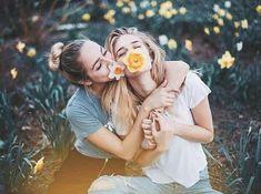 Imagen de girl, friends, and flowers