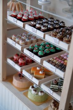 Love the simple white display boxes. Allows for the cupcakes and baked goods to really show without cluttering. someday this will be ma business. Boutique Patisserie, Cupcake Shops, Cupcake Tray, Cupcake Cases, Cupcake Display, Cupcake Bakery, Bakery Cafe, Bakery Decor, Bakery Ideas