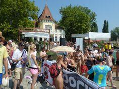 Drukte op de pier van Revfulop tijdens het jaarlijkse overzwemmen van het #Balatonmeer: www.vakantiehuis-balaton.nl