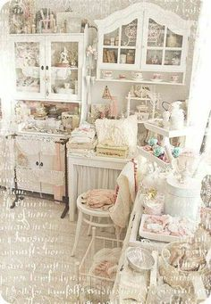 I think I've just died and gone to Heaven. Look at this gorgeous room! I would spend hours in there.