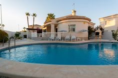 RicaMar Homes Real Estate Costa Blanca | Villa in perfect condition in Playa Flamenca