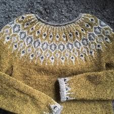 Billedresultat for telja sweater Fair Isle Knitting Patterns, Fair Isle Pattern, Knit Patterns, Icelandic Sweaters, How To Make Clothes, How To Purl Knit, Girls Sweaters, Cardigans, Hand Dyed Yarn