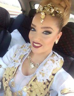 Pinterest : Princesh ✨ Moroccan Dress, Oriental Fashion, Hair Vine, Big Hair, Up Hairstyles, Costumes For Women, Bridal Style, Dress Skirt, Fashion Jewelry