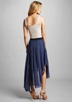 Широкие юбки с неровным подолом, которые носятся длинными - до середины икры и ниже.