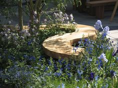 Whether you are in the city or in the countryside, these cheap landscaping ideas will help you beautify your yard and garden. Cheap Landscaping Ideas, Backyard Landscaping, Wooden Garden Benches, Garden Seating, Pergola, Sensory Garden, Outdoor Seating Areas, Garden In The Woods, Garden Features