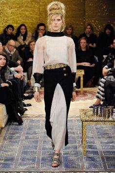 Chanel Pre-Fall 2011 Fashion Show - Iselin Steiro