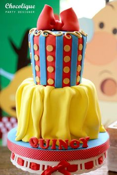 Snow White Themed 1st Birthday Party with Lots of Cute Ideas : the cake