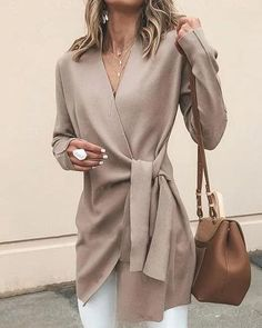 Solid Color V-Neck Casual Outerwear Sweater Solid Color V-Neck Casual Outerwear Jacket – Arcladyshop Fashion Week, Look Fashion, Daily Fashion, Autumn Fashion, Fashion Outfits, Classy Womens Fashion, Woman Fashion, Women's Work Fashion, Ladies Fashion