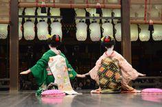 Maiko Satsuki and Maiko Masaki (via 東山花灯路2013・初日|ゆうちゃんの『きょう散歩』)