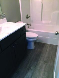 Beautiful retro vinyl flooring bathroom to inspire you