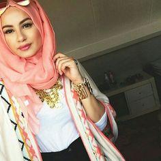 Beautiful @hijabhills www.sharingmy-thoughts.blogspot.com www.beautyfor-everyone.blogspot.com #hijab #beauty