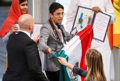 Entregan Nobel a Malala Yousafzai