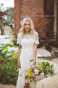 isn't she cute - perfect dress + flowers and hair deco