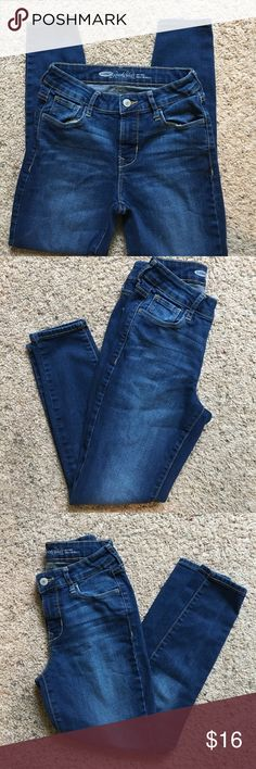 Old Navy rock star, skinny denim size 2R Skinny denim, VGUC, stretchy, mid-rise Old Navy Jeans Skinny