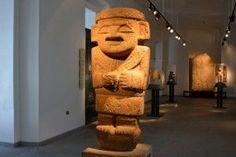 Escultura de la cultura San Agustín museo de arte precolombino santiago de chile