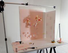 Photography Set Up, Photography Lighting Setup, Object Photography, Photography Backdrops, Still Life Photography, Creative Photography, Product Photography, Foto Still, Diy Backdrop