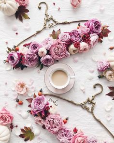 Raindrops and Roses Flat Lay Photography, Creative Photography, Flor Iphone Wallpaper, Boutique Wallpaper, Raindrops And Roses, Spring Aesthetic, Photo D Art, Arte Floral, Coffee Love