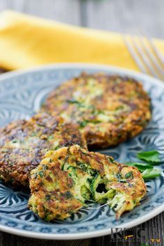 Low Carb Zucchini-Puffer - Glutenfrei - My list of the most healthy food recipes Vegetarian Recipes Easy, Veggie Recipes, Beef Recipes, Chicken Recipes, Dinner Recipes, Healthy Recipes, Vegetarian Dish, Vegetarian Dinners, Appetizer Recipes