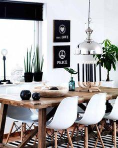 salle à manger scandinave, intérieur bois noir et blanc