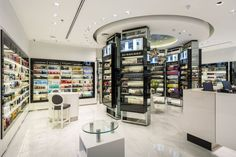 Rivoli Perfumerie by FAL Design Estratégico, São José dos Campos – Brazil Pharmacy Design, Retail Design, Visual Merchandising, Cosmetic Shop, Cosmetic Stores, Store Fixtures, Branding, Shop Interiors, Design Furniture