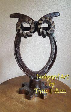 Junkyard Art by Tam-I-Am. Repurposed horseshoe and gears make this owl #Horseshoecrafts