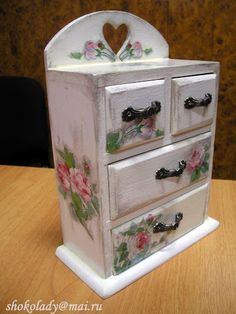Decoupage Box, Decoupage Vintage, Shabby Chic Jewellery Armoire, Jewelry Box Makeover, Recycled Jars, Altered Boxes, Jewellery Boxes, Painted Boxes, Diy Box