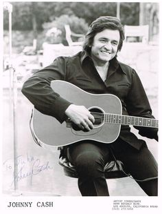 Johnny Cash with guitar Johnny Cash June Carter, Johnny And June, Country Singers, Country Music, Johnny Cash Quotes, John Cash, Johnny Cash Museum, Tune Music, John R