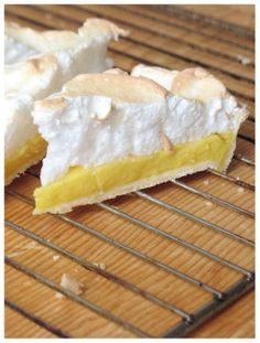 Lemon Meringue Pie http://sweetheartsweets.blogspot.com/2014/05/lemon-meringue-pie-mojih-5-omiljenih.html