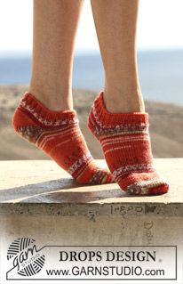 """DROPS - Free knitting patterns by DROPS Design DROPS short socks in """"Fabel"""". Free patterns by DROPS Design. Always aspired to discover ways to knit, but not certain wh. Knitted Socks Free Pattern, Knitted Slippers, Crochet Slippers, Knitting Patterns Free, Free Knitting, Knitting Socks, Knit Crochet, Crochet Patterns, Finger Knitting"""