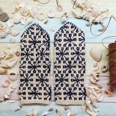 Dreaming of the sea  Fulfill your dream of ethnographic mittens by one easy order on www.tines.lv   We provide fast handling and international shipping.  WWW.TINES.LV  #knittersofig #latvianmittens #knittedmittens #knitmittens #votter #vantar #mittens #gloves #mitts #stickat #strickning #strikk #handarbeit #knit #knitstagram #handknitted #vottestrikk #knitting #woolyarn #knits #knitwear #garnglede #strikkedilla #sea #seashells #seaside #beach #mood #moodygrams #dream