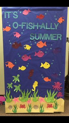 Its O-Fish-Ally Summer Bulletin Board. Its O-Fish-Ally Summer Bulletin Board. The post Its O-Fish-Ally Summer Bulletin Board. appeared first on Toddlers Ideas. Toddler Classroom, Classroom Door, Preschool Classroom, Classroom Themes, Kindergarten, Daycare Bulletin Boards, Summer Bulletin Boards, Summer Bulliten Board Ideas, Ocean Bulletin Board
