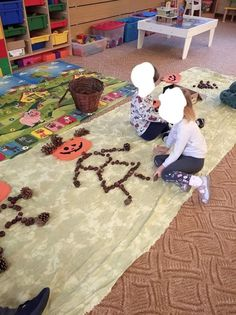 Christmas Crafts For Kids To Make, Outdoor Learning, Autumn Art, Halloween, October, Kids Rugs, School, Daycare Ideas, Projects
