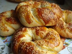 Türkische Brötchen – Açma Acma is one of the lightest patties, which is also the most baked. Easy Delicious Recipes, Yummy Food, Pizza Recipes, Cooking Recipes, Bread Recipes, Smoothie Recipes For Kids, Bagel Recipe, Turkish Recipes, Mets