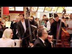 ▶ Flash mob v Galerii Vaňkovka / Filharmonie Brno - YouTube