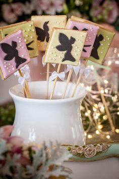 Decorado por Miss Sugar com peças da Ella Arts, esta festinha recriou todo o universo mágico do jardim das fadas. Vem ver as fotos!