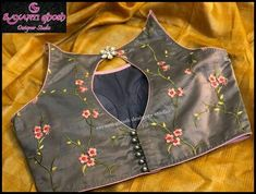 Designer Blouse Ideas Designer DM for promotions and credits ❤ . Tag your picture… Traditional Blouse Designs, Simple Blouse Designs, Stylish Blouse Design, Blouse Back Neck Designs, Fancy Blouse Designs, Blouse Neck Designs, Kurta Designs, Choli Designs, Designer Blouse Patterns