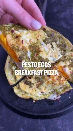 Breakfast Pizza, Low Carb Breakfast, Breakfast Dishes, Egg Recipes For Breakfast, Breakfast Burritos, Low Carb Recipes, Cooking Recipes, Healthy Recipes, Brunch Recipes