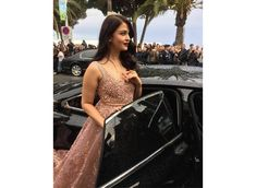 Aishwarya Rai Bachchan is a real beauty she proved it again at Cannes Film festival 2016 Red carpet, Aishwarya Rai Bachchan At Cannes 2016 . Actress Aishwarya Rai, Aishwarya Rai Bachchan, Indian Film Actress, Indian Actresses, Elie Saab Kleider, Elie Saab Gowns, Elegant Dresses, Formal Dresses, Embellished Gown